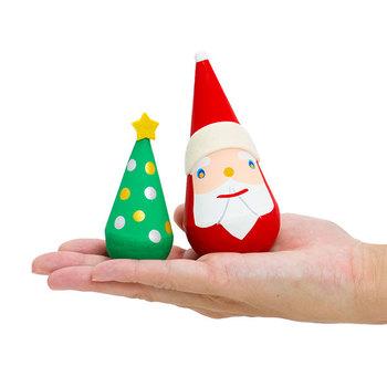三角形のサンタクロースとクリスマスツリー。こちらは起き上がり小法師の張子でできたもの。