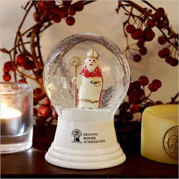 オーストリア初の昔ながらのスノードーム。どこか懐かしくもあり、温かみもある色々な種類を集めたくなるクリスマススノードームです。