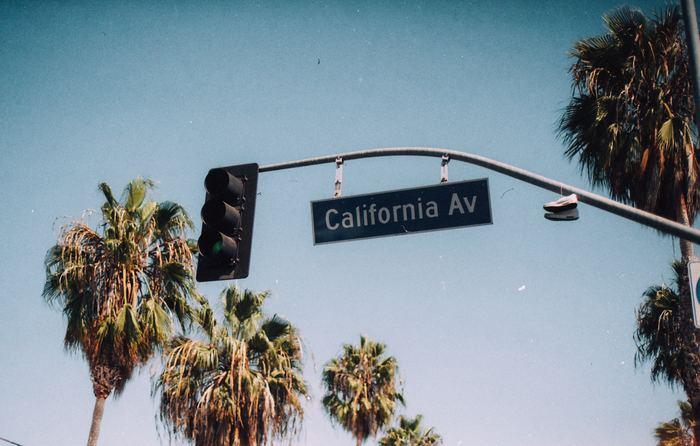 「西海岸」とはどこを指すのでしょうか? 基本的にはアメリカの西側の海沿い、カリフォルニア、ロサンゼルス、サンフランシスコ、などが「西海岸」と呼ばれるエリア。旅行ガイドなどでは、ラスベガスやグランドキャニオンまで含まれることもあるようです。