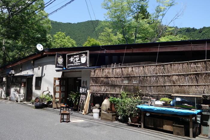 鳩ノ巣駅から3~4分ほど、鳩ノ巣渓谷の近くにある小さな喫茶店「木古里(キコリ)」は、おいしいコーヒーを飲みながら、大自然を感じたい方におすすめのお店です。