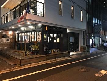 JR、都営浅草線どちらの浅草橋駅からも5分ほどのところにあるフレンチ「LE PETIT GARCON(ル プティ ギャルソン)」は、オフィスビルが立ち並ぶエリアにある穴場のお店。