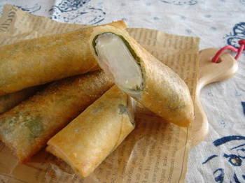 山芋、大葉、チーズを巻いた揚げ春巻き。芋ならではのホクホクが堪能できるのが、こうした揚げ物です。家族みんなに喜ばれそうなレシピですね。