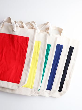 """スワヒリ語で""""放浪""""の意味をもつ「TEMBEA」。 テンベアのバッグは、全ての工程が手作業で行なわれ、日本国内の職人さんがミシンを使い、ひとつひとつ丁寧に仕上げています。 素材はシンプルなキャンバス生地で、パラフィン加工(特殊ワックス加工)がされているため、撥水性や強度に優れています。"""