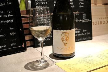 夜景を見ながらゆっくりワインを味わうのも大人ディナーの醍醐味。自然派ワインを中心に、いろいろ揃っていますよ。