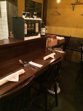 本格的なお料理がいただけると、遠方からはるばる訪れるお客さんもいるほどの人気店。12席と限られたスペースなので、できれば予約しておくのがおすすめです。
