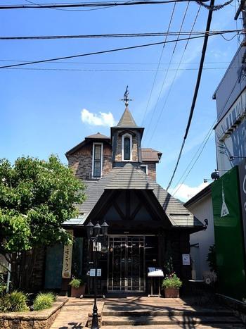 小布施堂本店から1、2分歩いたところにある、桜井甘精堂の「栗の木テラス」も、モンブランが美味しいと評判です。 洋館の建物がレトロでおしゃれですね。