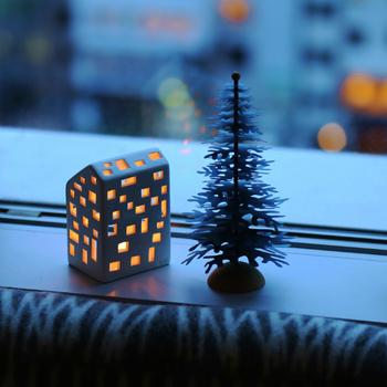 クリスマスの素敵な夜をもっと盛り上げてくれるアイテムがおうちの形をしたキャンドルフォルダー。