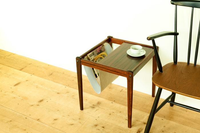 サイドテーブルとマガジンラックが無駄なくセットになったアイテム。お気に入りの椅子の横に置けば、お茶を飲みながら雑誌を広げられる素敵な空間になります♪