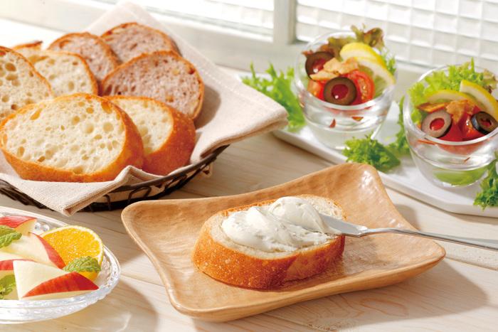 食べ方はそのままパンに塗ったり、スティック野菜のディップなどに。白身魚や鶏料理のソース、パスタソースなどに加えることで、コクのある味わいになります。蜂蜜やジャムを添えて、パンケーキなどのデザートに付け合わせるのもおすすめ。