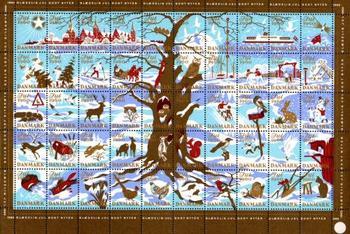 シールにはクリスマスを連想するモチーフや動物、クリスマスの街の風景など、毎年さまざまなイラストが描かれています。