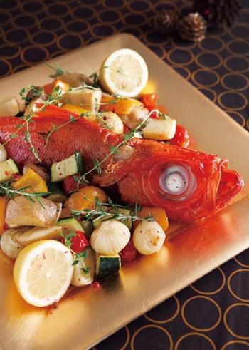 クリスマスはお肉だけじゃありません。お魚でも十分に楽しめます。「金目鯛のX'masグリル」はとっても手が凝っているように見えますが調理はグリルにお任せの簡単レシピ。見た目も豪華でお味も最高。ヘルシークリますますはお魚も味方してくれますよ。