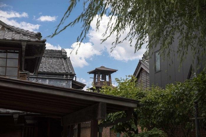 「世に小京都は数あれど、小江戸(こえど)は川越ばかりなり」ともいわれる埼玉県・川越市。川越の街並みはまさに江戸時代のような雰囲気を感じさせる、趣あるエリア。東京都心からも1時間ほどで行ける日帰り旅行にぴったりな川越のアクセス方法や定番スポット、食べ歩きのお店などを厳選してお届けします。
