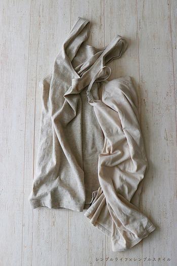 冬の乾燥しがちなお肌には、やさしい肌触りのものを選びたいもの。「綿であったかタンクトップ」は、素材の93%がオーガニックコットンで、湿気や汗を吸い取って発熱するものです。外は寒いけれど、室内は暖房で汗ばむという季節にうれしい機能ですね。