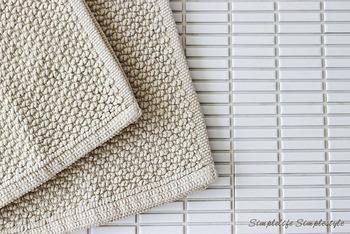 ぽこぽことした踏み心地が気持ちいい「インド綿手織パイルバスマット」は、洗い替えにリピートする方も多いアイテムです。シンプルなバスマットなら、狭い脱衣所でも悪目立ちすることもありません。