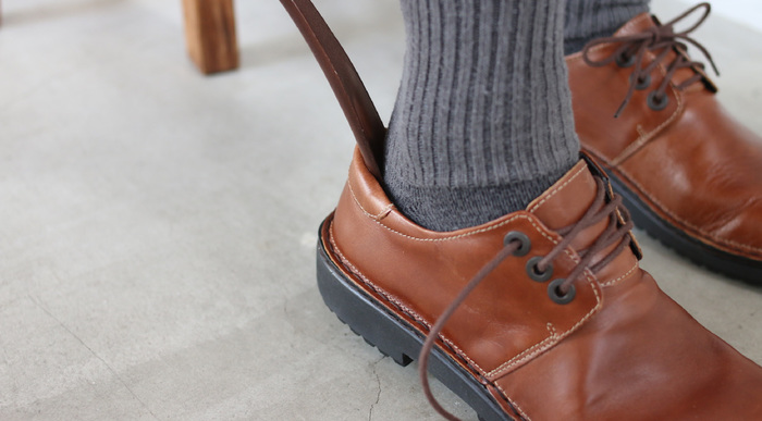 経年変化が楽しめるNAOTのレザーシューズは、修理をしながら長く履き続けることができるのも大きな魅力です。かかとや前底などの部分的な修理やオールソール交換など、靴の状態に合わせて丁寧にメンテナンスしてくれます。修理をご希望の際は、以下のページをぜひ参考にしてくださいね。