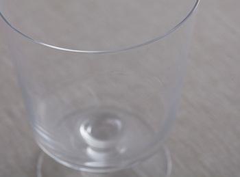 洗練された美しいフォルムは、ドリンク用のグラスとしては勿論、デザートカップにもおすすめです。 東京のガラス職人による手作りの型吹きガラスは厚さ1.1mmと、とても繊細で、使うほどに、お気に入りのひとつに…