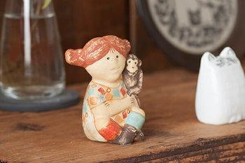 スウェーデンを代表する陶芸アーティストLisa Larson(リサ・ラーソン)。 1960年代にも制作されていたピッピはヴィンテージとしても人気の作品となっています。50年の歳月を経て新たに登場した新作のピッピもまた可愛らしく、お部屋にディスプレイするだけで、幸せを運んで来てくれそうですね。