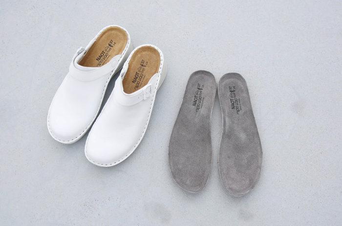 NAOTの定番モデルに使用できるインソールに、この秋から新しく「Grey」カラー(写真右)が加わりました。従来の使用方法と同じように、もともと靴に付属しているインソールと交換して使用できます。シックで落ち着いた色合いは、大人の装いにぴったりです。その日の服装やシーンに合わせて、インソールのコーディネートも楽しんでみませんか?