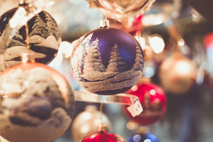 いよいよクリスマスの季節。11月に入り、そろそろクリスマスの予定や大切な人へのプレゼントの準備を考え始めている方もいるのではないでしょうか?今回は、大切な人に送りたい素敵な「クリスマスカード」をご紹介していきます。