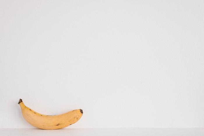 筋ジストロフィー患者の鹿野靖明さんの日常を綴ったノンフィクション「このこんな夜更けにバナナかよ」を映画化。今年の12月28日から公開になる実話がもとになった注目の作品です。主演は鹿野靖明さんと同じ北海道出身の大泉洋さん。オール北海道ロケで撮影されているのも魅力です。