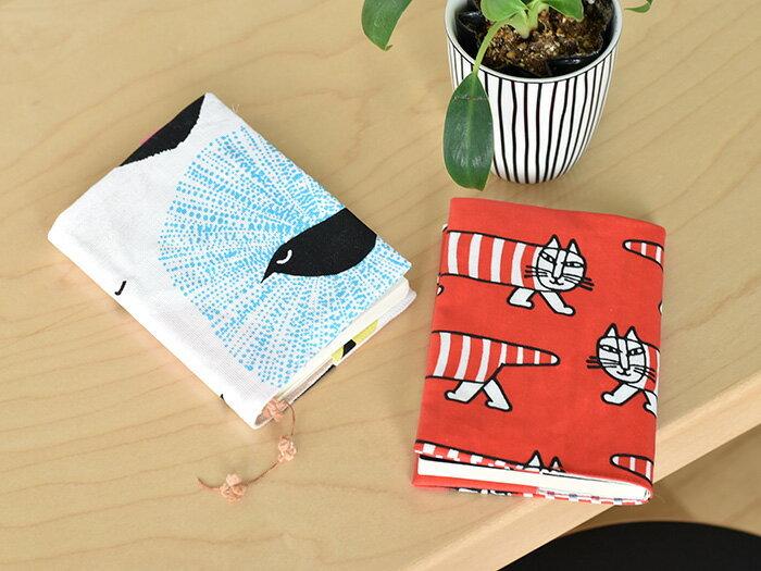布で自分で作るブックカバー。自分の使ってるノートのサイズに合わせて自由に、好みの布でお気に入りが作れます。