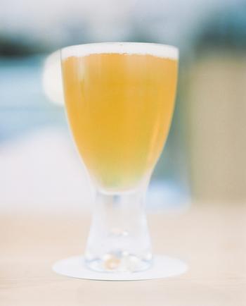 ビールは比較的アルコール度数が低めのお酒の種類です。アルコール度数としては、5%付近がよく見られるでしょう。低アルコールビールなら、3%代に抑えられるものもありますよ。
