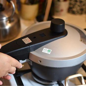 炊き方の基本は玄米と同じです。玄米と異なるのは、小豆が加わること。慣れてくると自分にあった塩梅が分かってくると思います。圧力鍋の用法用量を守って、炊いてくださいね。