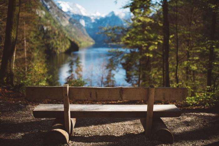 「シン」と静まる空気の中で聞こえてくるのは自分の吐息と自然の音だけ…。ほとんどのリトリート施設は、大自然の中に在ります。マイナスイオンたっぷりの森林浴や、体を芯から温めてくれる温泉はリトリートに必須な要素。自然はこんなにも美しく、いつも私たちにエネルギーを送ってくれていることを大自然の中で感じてみましょう。