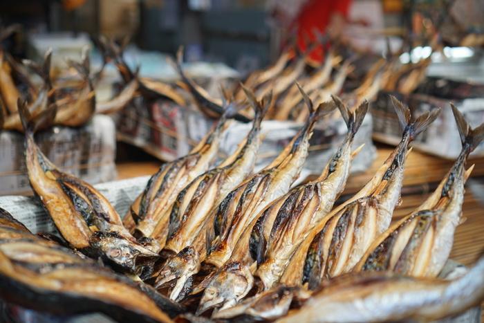 鯖には、健康に欠かせない必須脂肪酸の一種である「EPA」や「DHA」が青魚の中でもとくに豊富に含まれます。血液サラサラ効果など、まさにヘルシー効果満点の食材。ぜひ、鯖を日々の食生活に取り入れたいですね。