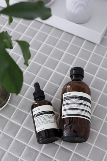 ナチュラル派さんや大人の女性に人気の高い、イソップのアイテム。こちらの化粧水は、さっぱりしながらもしっかりと保湿してくれるアイテムです。これからの乾燥する時期には丁寧に肌に塗りこむように使用するのがオススメ。  ◼︎◼︎◼︎◼︎◼︎ イソップ B&T バランシング トナー 200ml