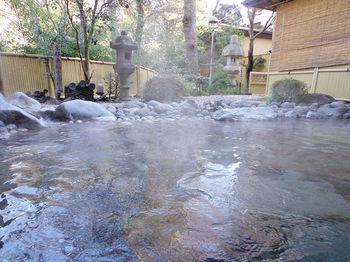 箱根といえば、やっぱり温泉!美術館巡りの後は素敵なレストランや美術館併設のカフェでのんびり過ごし、さらにゆっくりと暖かい温泉に入れば、心も体も潤います。