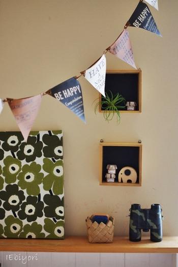 子供部屋の壁にお気に入りの雑貨をディスプレイ。フェイクグリーンを加えておしゃれ感をアップ。