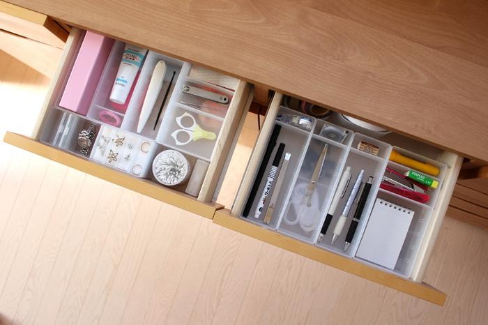 綺麗に整理・整頓するのが難しい文房具類や筆記用具は、無印良品の「デスク内整理トレー」がおすすめです◎。こちらのブロガーさんのように、収納するものに合わせてサイズ違いで組み合わせると、より使いやすく見た目もすっきりと収納できますよ。
