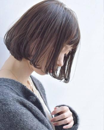 どの世代からも愛されるボブ。ツヤ感を意識することで、より女性らしく、洗練されたイメージを与えられます。この冬はヘアスタイルだけでなく、髪の質感からも印象チェンジを図ってみてくださいね♪