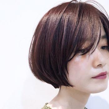 きれいなひし形シルエットで優しい空気を醸して。毛先がまとまるためツヤも出しやすいスタイルです。前髪はちょっぴり長めにして大人っぽく。