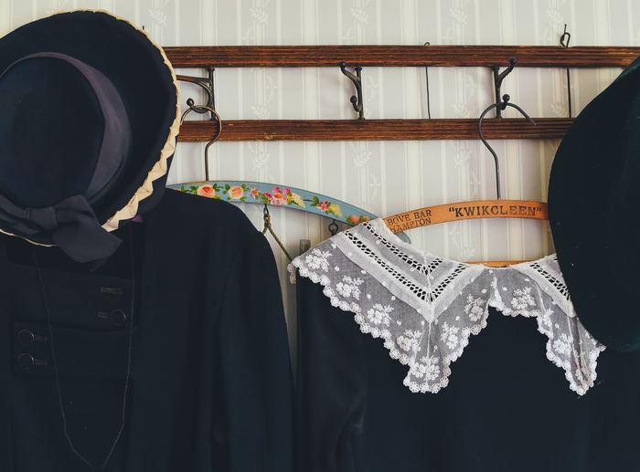 ヨーロッパのヴィンテージは今ではあまり見ることのない美しいデザインやディテールにこだわったアイテムが多いように思います。クラシカルで女性らしいファッションが好きな人におすすめです。