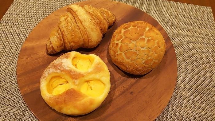 大人気のメロンパンやクロワッサンなど、 お土産にも喜ばれるハイクオリティなパンの数々を、カフェやご自宅でゆっくり召し上がれ。