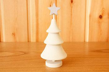 スウェーデン・ラッセントレー社のツリーをご紹介。ぽてっとしたフォルムにほっこり癒されるクリスマスツリーをご紹介。素材は白樺で、ナチュラルな雰囲気のお部屋にぴったり!真っ白なツリーも砂糖菓子のようでかわいらしいですよね。