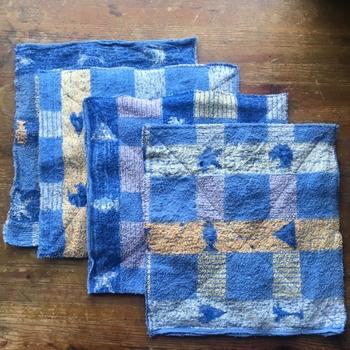 バスタオルから4枚の雑巾を作るコツが紹介されています。使い込んだタオルは、手になじんで雑巾として使いやすいですね。
