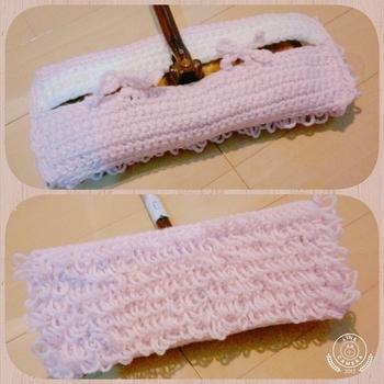 細編みと細編みリング編みを繰り返して作るモップ。アクリル毛糸なので、ほこりも取りやすいとか。細編みリング編みは、たわしや編みぐるみなどいろいろなものが作れる編み方だそうですから、覚えておくと便利ですね。