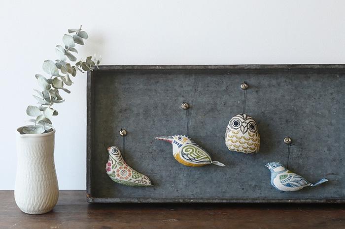 壁にかけて飾ってもいいですし、糸やワイヤーをつけてモビールにも。ひとつだけでなく、全種類そろえて飾りたくなる愛らしさです。