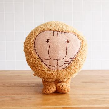 スウェーデンを代表する陶芸家「リサ・ラーソン」のライオンのぬいぐるみ。