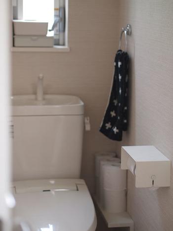 使用時間が短いため、いちいち暖房をつけるのも大げさ…。でも確実に冷える【トイレ】。床や便座にマットを敷くだけで、冷えはだいぶ和らぎますよ。