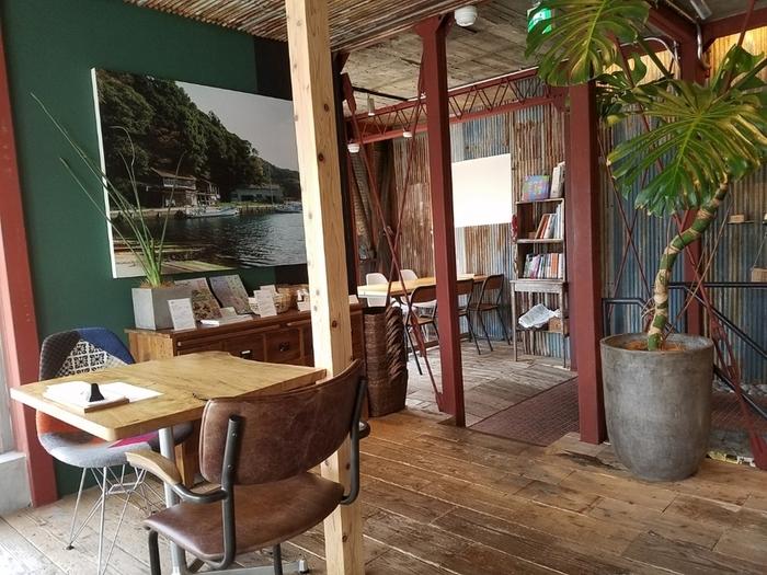 東西線の神楽坂駅から3~4分歩いた路地裏にある「神楽坂 離島キッチン」は、島根県・海士町観光協会が運営しているレストラン。全国の島の食材を使ったお料理がいただける、ちょっと珍しいお店です。