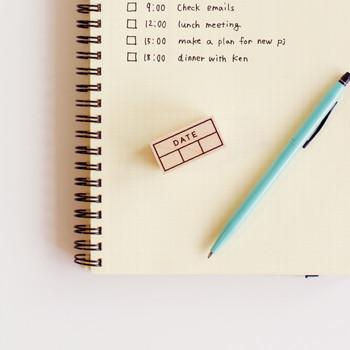 バレットジャーナルやマイノートなど、日付を書くときに使いたい「日付スタンプ」です。シンプルで飽きのこないデザインが、どんな手帳やノートにもぴったり。