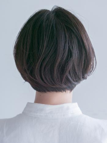 さらに、同じボブでも後ろ髪の長さが違うと、後ろ姿の印象もかわってきますよね。後ろをショートの長さにすると、顔まわりを少し伸ばしても、スッキリとした印象に。