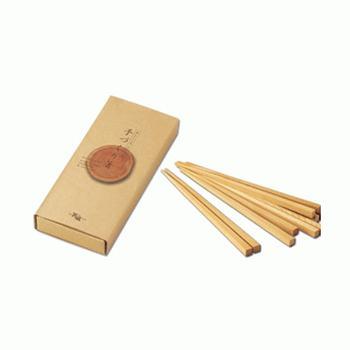 老舗の箸造りメーカー「箸蔵まつかん」の手作り箸キットは、箸づくりの技法を体験しながら自分だけのオリジナル箸を手軽に作ることができるキットです。