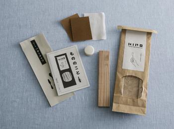 小刀やカッターを使って、自分だけのオリジナルカトラリーを作ることができます。ヤスリや布、ミツロウワックスがセットになっているから、仕上げまでこのキットひとつでできます。