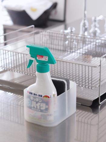塩素系洗剤・漂白剤は、危険なので、決して別の洗剤・漂白剤(酸性タイプのもの)と混ぜないように気をつけましょう。 クエン酸入りの洗剤や酢などとも混ぜないように注意が必要です。
