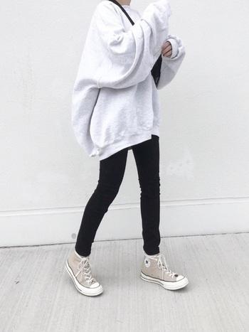 ワイドパンツが支流になっているここ最近のファッション。 そろそろ着こなしにマンネリを感じていませんか?秋冬は久しぶりの『スキニーデニム』で、すっきりラインを手に入れましょう。